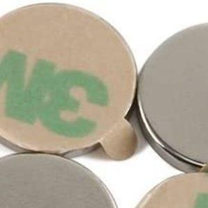 Selbstklebende Magnete